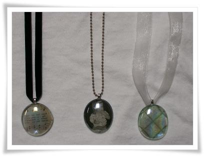 Personalized_Glass_Pendant_Necklaces_2